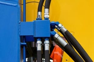 One of the most effective methods for cleaning hydraulic hose assemblies